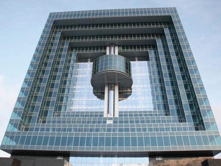 Алюминиевое стеклопрозрачное остекление - самый «горячий» тренд городской архитектуры