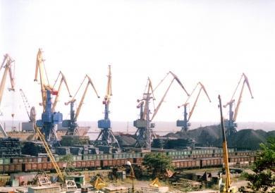 Мариупольский порт потерял треть грузов