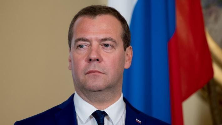 Медведев назвал непомерными привилегии доллара на мировом финансовом рынке