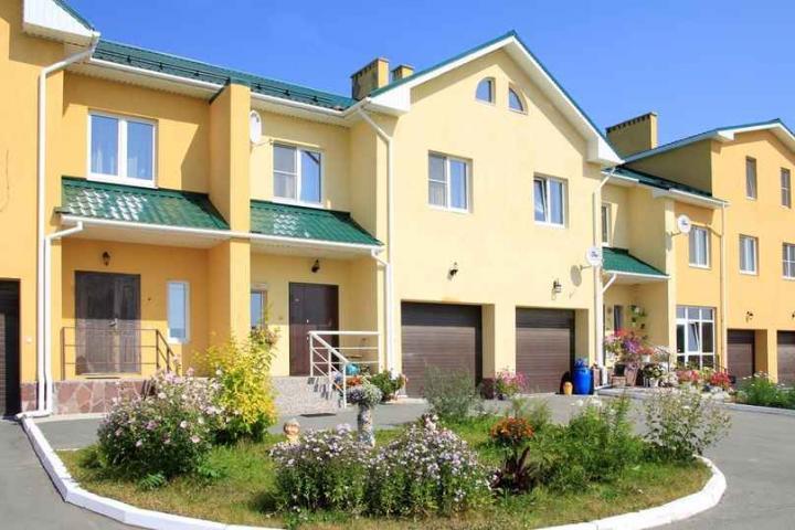 В Екатеринбурге по цене небольшой квартиры в центре можно приобрести таунхаус или квартиру-дачу