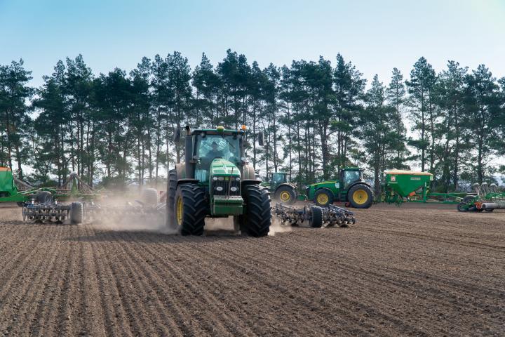 Растениеводы ГК «Агропромкомплектация» разрабатывают и вводят в оборот залежные земли