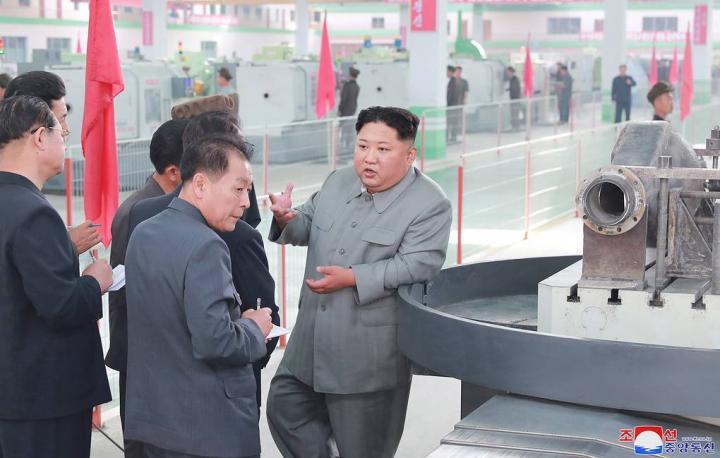 СМИ: Ким Чен Ын осмотрел высокоточные станки на машиностроительном заводе