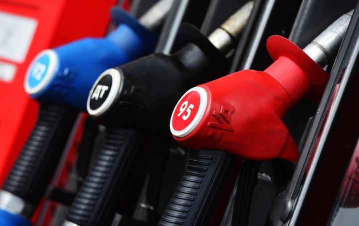 Зыбкий расчет. Взлетят ли весной цены на бензин?
