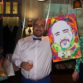 Стань художником за пару минут: флип-флоп портреты набирают популярность